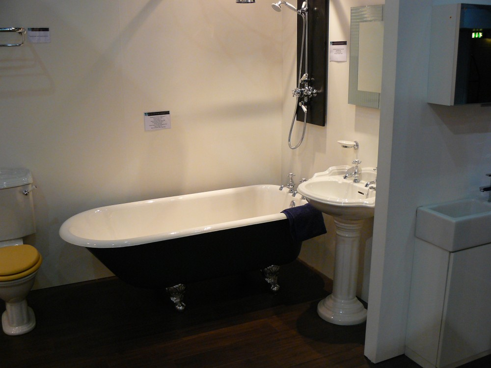 Home flat renovation london for Bathroom design kingston